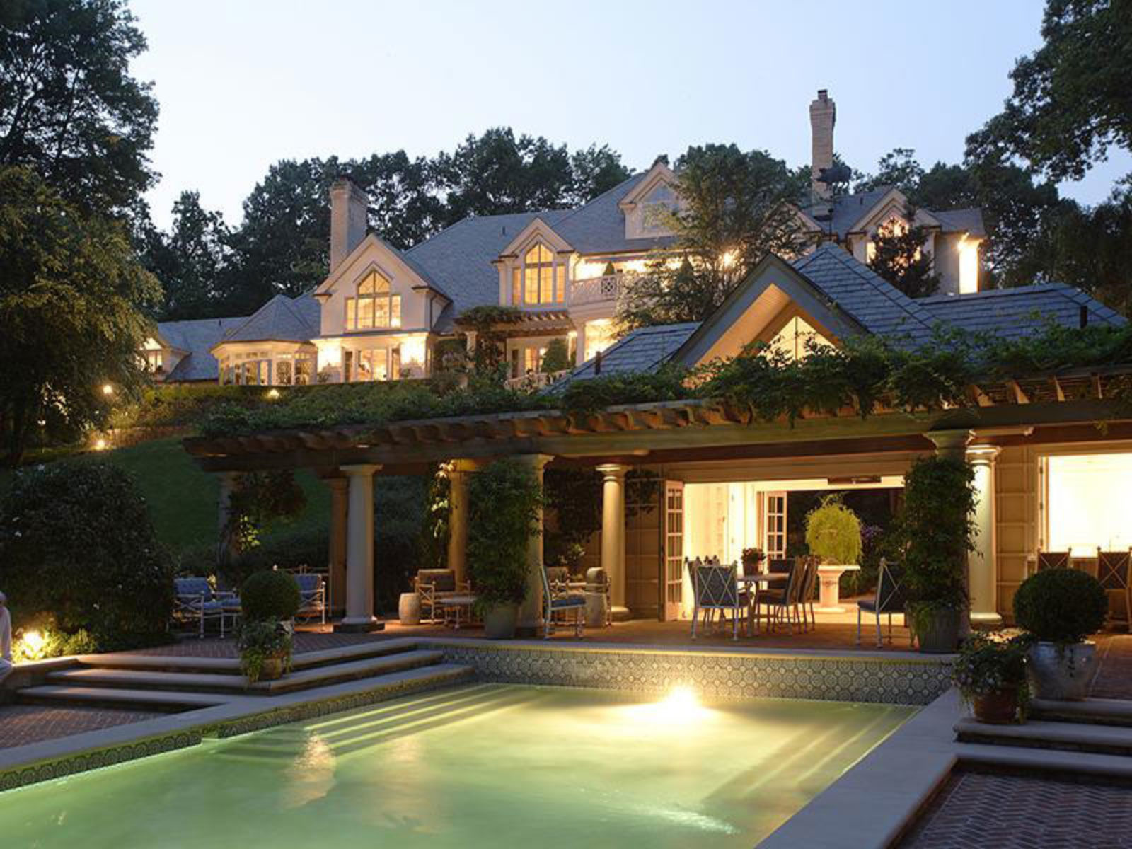 Linwood Lakefront Property in Armonk